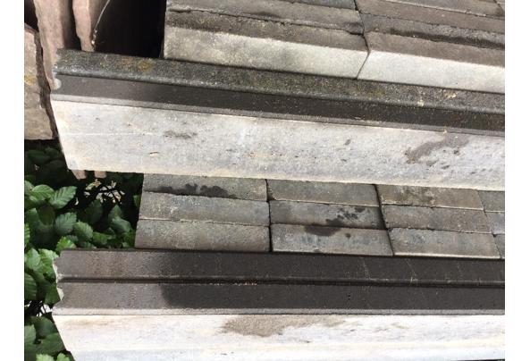 260Naturo betonstenene Zwart 20x30x5 cm+ antraciet betonband - tegel