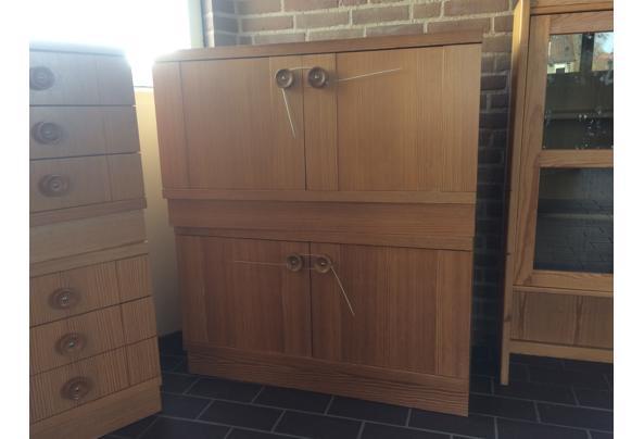 2 houten kastjes met deuren - 46EB35B6-16D0-4E17-A3AE-FB0A0E616668