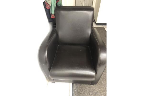 2 stoelen gratis af te halen Heteren - 9371700E-3B85-47F2-88E7-F1993D6FC499.jpeg