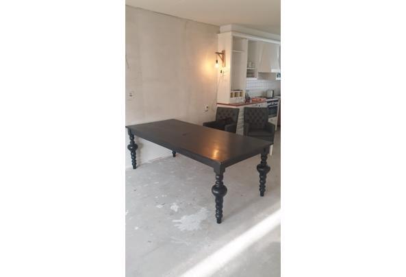 Mooie zwarte eettafel met gedraaide poten  - 58EA7465-0485-4621-9973-9CE4320109F7.jpeg