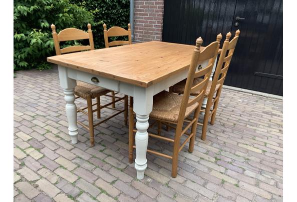 Grenen tafel + 4 stoelen met biezen zitting - BC3B0469-1E35-404C-89D6-067E59E7BD02