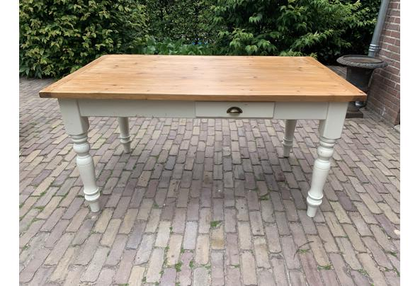 Grenen tafel + 4 stoelen met biezen zitting - D72FF5F3-B9DB-4E59-A2D7-9191F56361F3