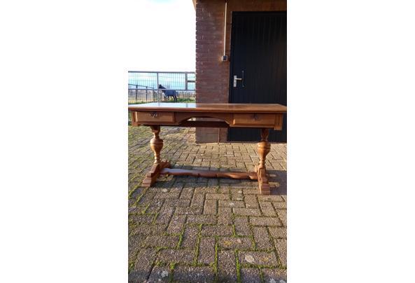 zware houten buro met 2 laden - IMG-20201204-WA0004_637476255655490361