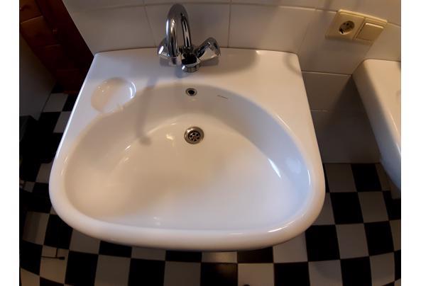 2 wastafels, planchets, spiegels, kranen - 20210307_081227