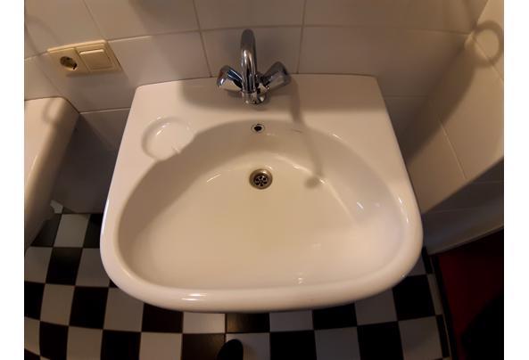 2 wastafels, planchets, spiegels, kranen - 20210307_081234