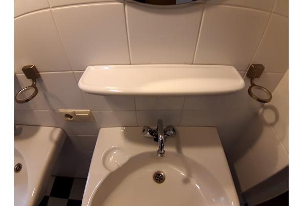 2 wastafels, planchets, spiegels, kranen - 20210307_081237