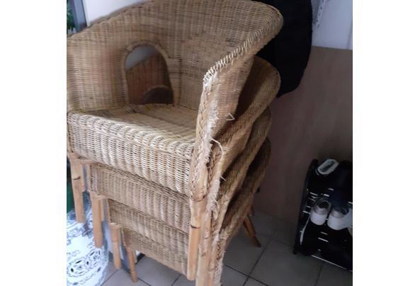 4 rotan stoelen met grijze kussens - 20210821_165052