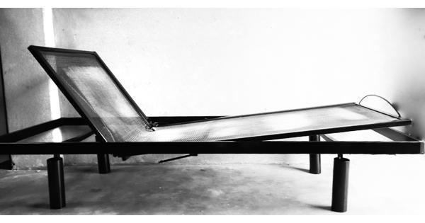 Bedframe 90 x 220 cm, zwart, verstelbaar