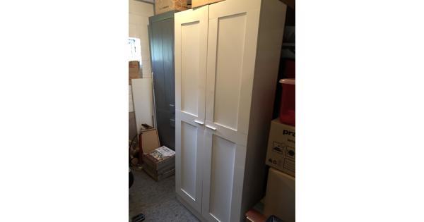 Nieuwe 2-deurs kast met planken