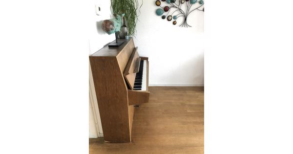 Mooie piano, niet gestemd