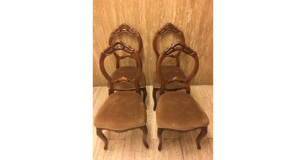 4 ouwe stoelen