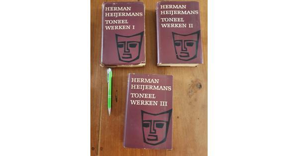 Verschillende boeken over toneel