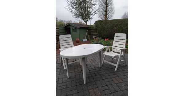 Tuinset, tafel en 4 stoelen met kussens
