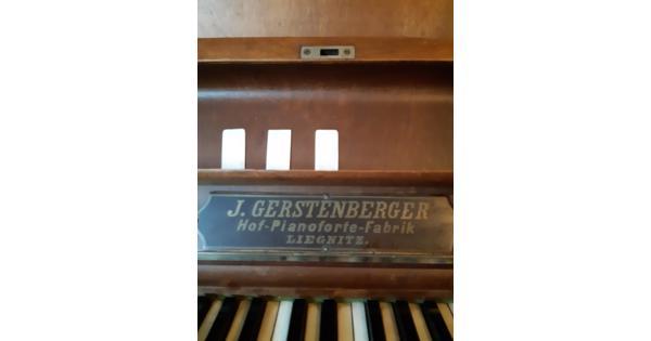 oude piano, toetsen van echt ivoor