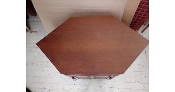 Hoekkast in gebruik geweest als t.v.- audio meubel.