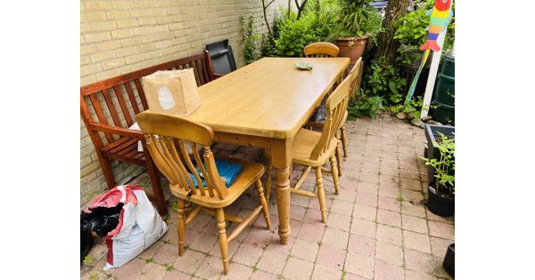 Eettafel en 4 stoelen