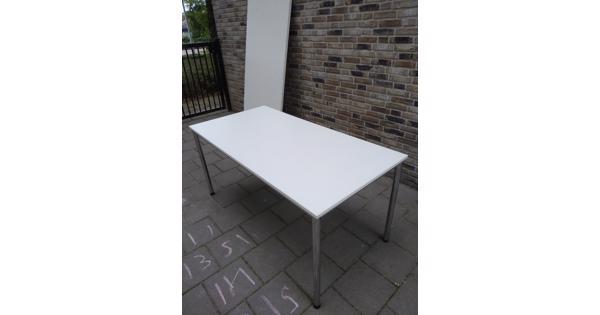 5 Witte tafels met extra werkblad erbij voor creavakken