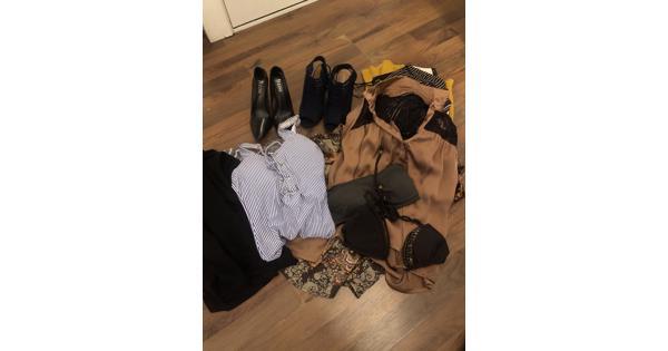 Tas met leuke hippe kleding en schoenen