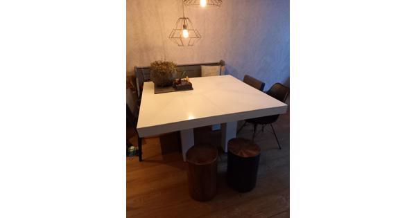 Witte tafel 140 bij 140 cm