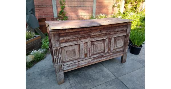 Zware oude houten kist