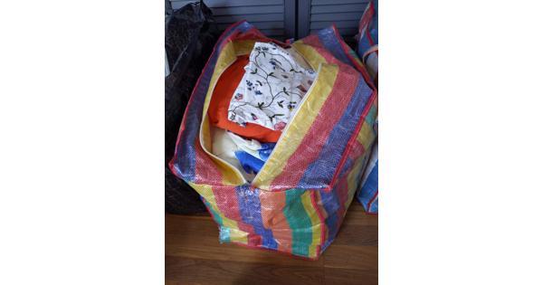 Beddengoed - 2 zakken vol in verschillende kleuren en printjes