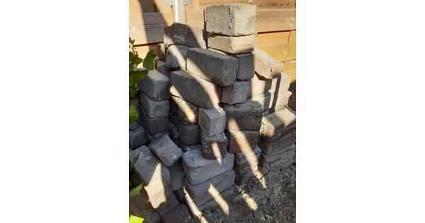 Stoeptegels van 30×30 en bakstenen