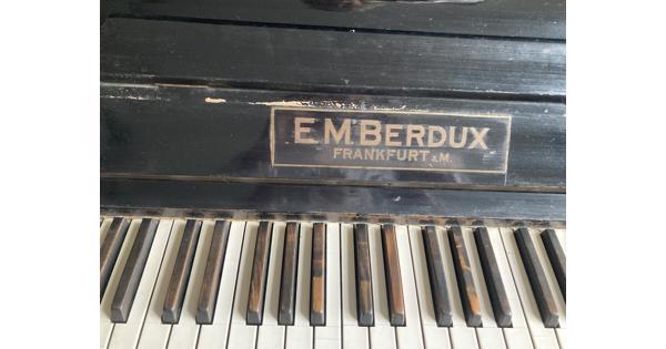 Piano moet gereviseerd of gestemd