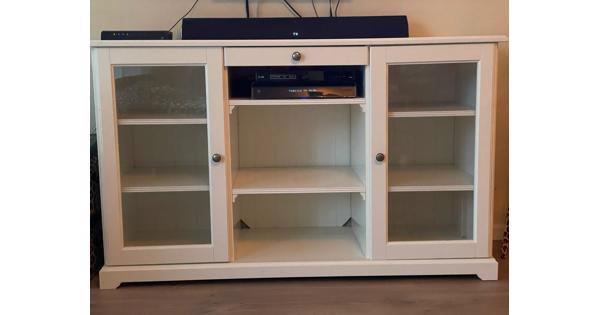 Nette witte tv-meubel, landelijke stijl