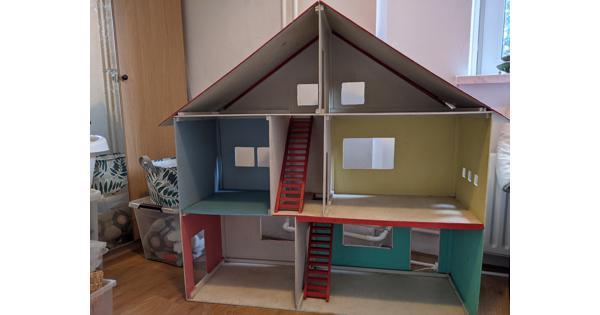 Poppenhuis zoekt goed nieuw thuis