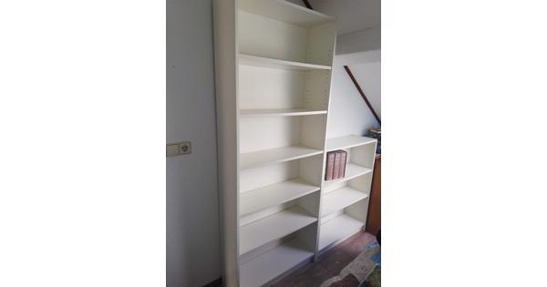 Twee witte boekenkasten (Billy, Ikea)