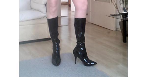 Zwarte laklaarzen met een rits
