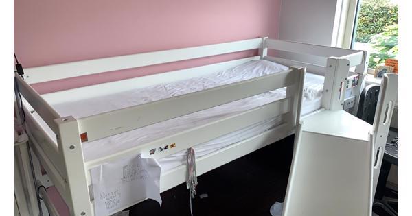 Hoogslaper bed voor kind met glijbaan en trapje
