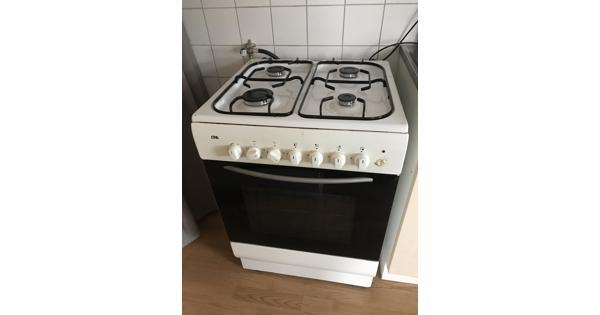 Goedwerkende 4 pits gasfornuis met oven