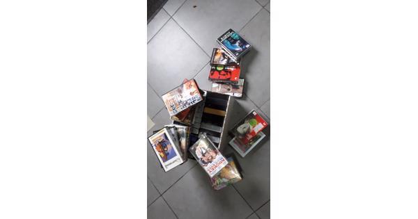 Een doos met VHS speelfilms