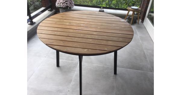 Ronde tuintafel met houten blad