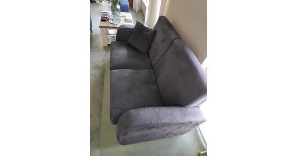 2 banken en een bijpassende fauteuil