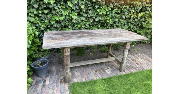 Oude eikenhouten tafel