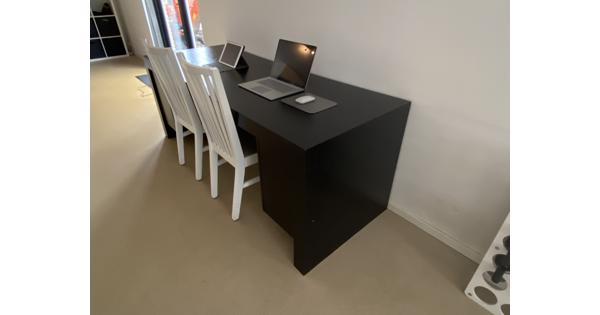 Mooi bureau met bijpassende salontafel