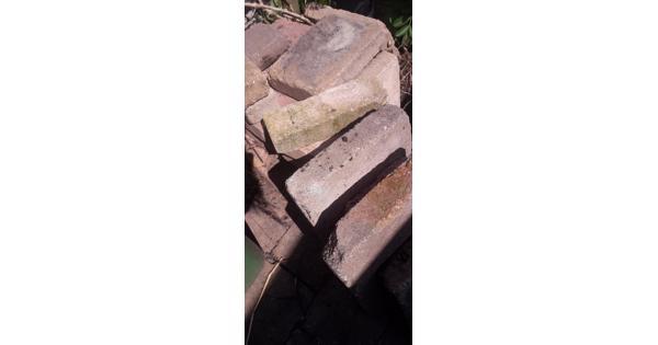 Gratis af te halen betontegels voor terras.