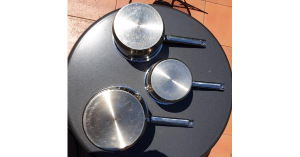 3 good quality cooking pans
