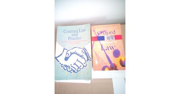 boeken over Contract Law en Oxford Dictionary of Law