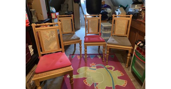 4 Houten stoelen, gratis af te halen