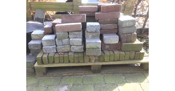 Restant diverse soorten stenen voor terras of oprit