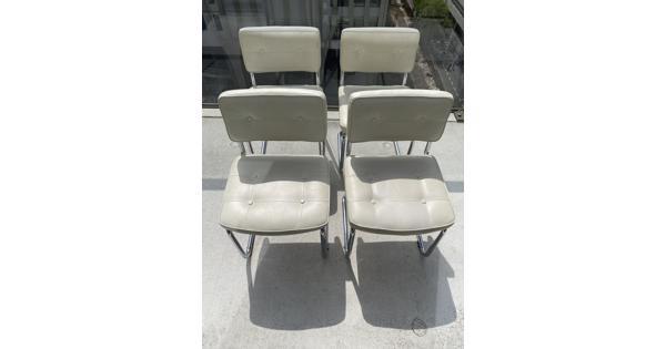 4 witte imitatie leren buisframe stoelen