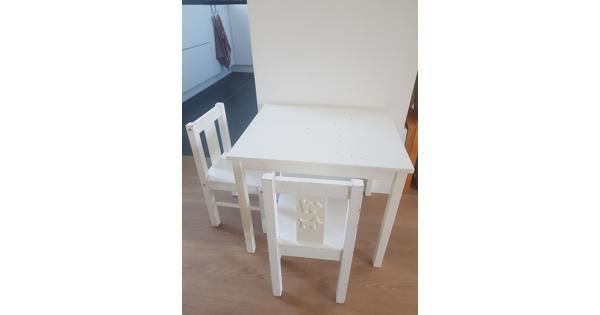 Kindertafel en twee stoeltjes (wit)