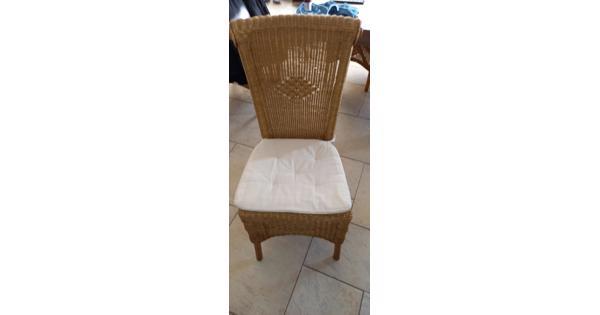 4 rieten stoelen met kussen