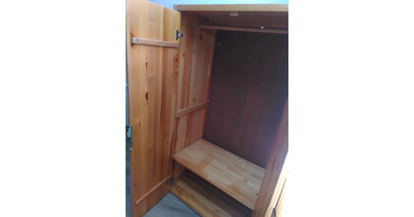houten klerenkast