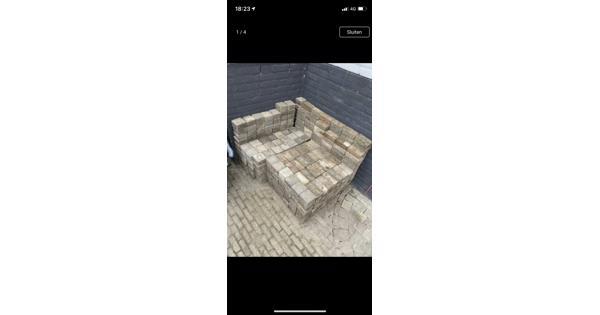 Ongeveer 8 m2 steentjes (getrommelde vierkantjes 10/10/6 en waaltjes 15/7/5)
