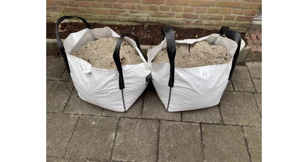 Twee 80L zakken met zand