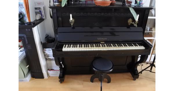 Zwarte klassieke Liebmann-piano